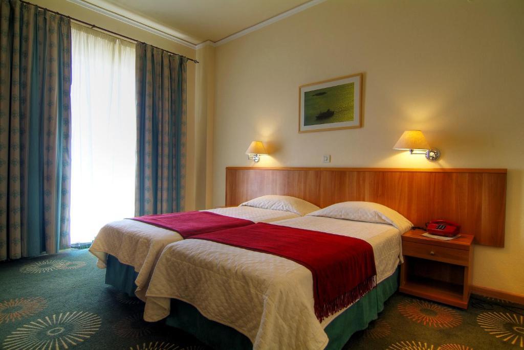 Δίκλινο Δωμάτιο με 2 Μονά Κρεβάτια